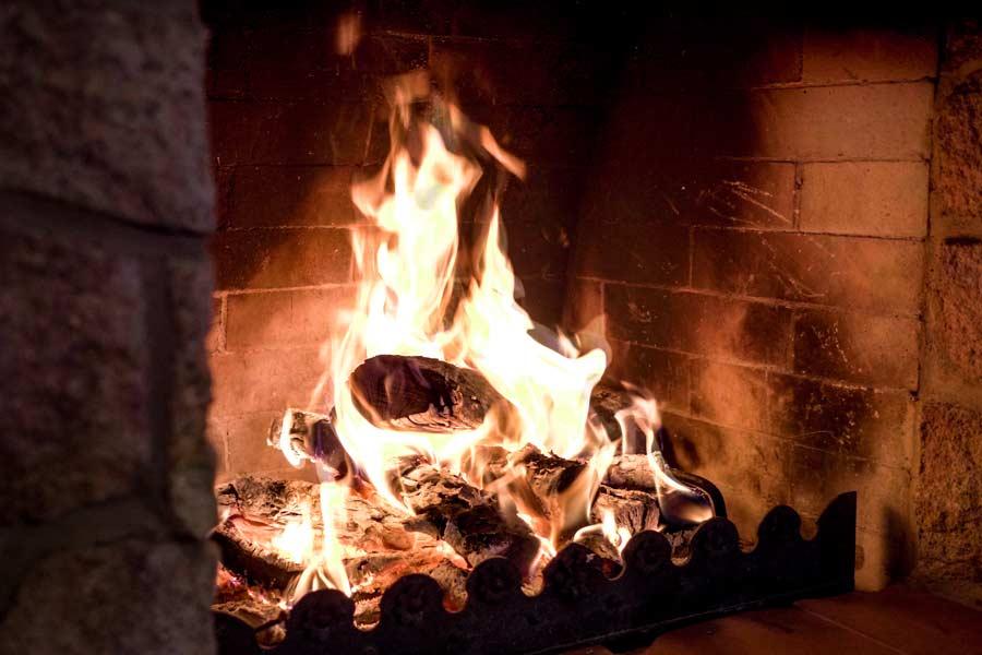 jídelna krb oheň